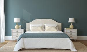 卧室的床头柜台灯与双人床高清图片