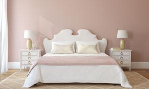 卧室房间里台灯床头柜与双人床图片