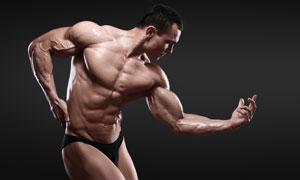 摆姿势展示肌肉的男人摄影高清图片