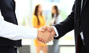 商务合作场景握手特写摄影高清图片