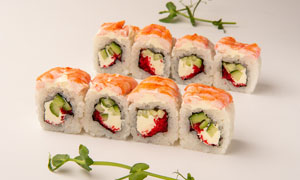 豌豆苗点缀的美味寿司摄影高清图片
