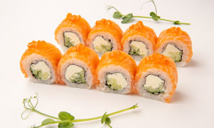 口感丰富的三文鱼寿司摄影高清图片