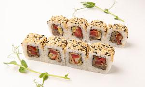 裹有芝麻的美味寿司卷摄影高清图片