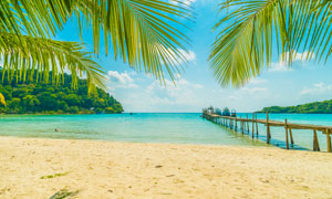 蓝天白云海滩热带风光摄影高清图片