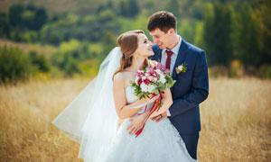 爱意浓浓的婚纱照外景摄影人物图片