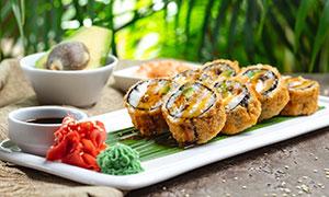 酱汁芥末与装盘的寿司摄影高清图片