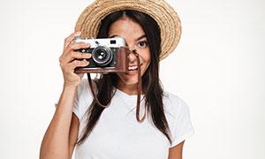 单手拿相机的长发美女摄影高清图片