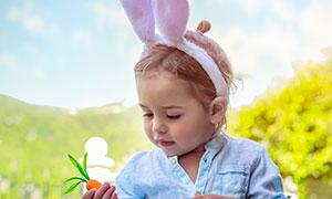 戴兔耳朵发饰的小女孩摄影高清图片
