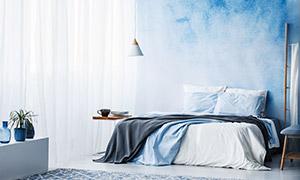 卧室房间里的双人床等陈设摄影图片