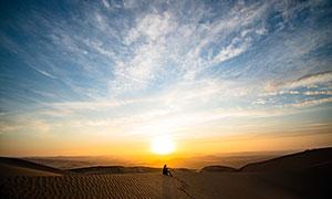 沙漠中的美丽日落高清摄影图片