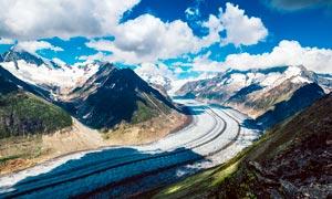 雪后山中公路景观高清摄影图片