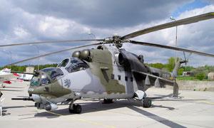 米24武裝直升機特寫高清攝影圖片