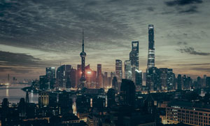 夜幕降临时分的陆家嘴建筑高清图片
