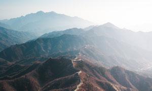 蜿蜒于山岭之上的长城摄影高清图片