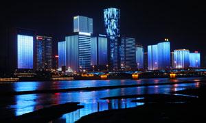 夜晚城市建筑幕墙景观照明摄影图片