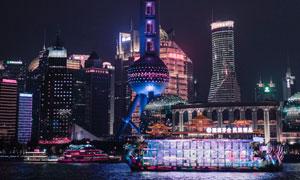 東方明珠塔絢麗燈光秀攝影高清圖片