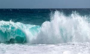 浩瀚海面上的波浪风光摄影高清图片