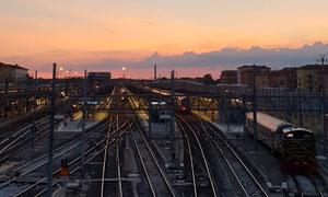 日暮时分的火车站风光摄影高清图片