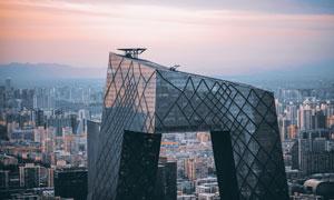 黄昏晚霞与城市建筑物摄影高清图片