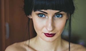畫著紅唇的歐美美女攝影圖片