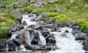 山间小溪流水美景摄影图片
