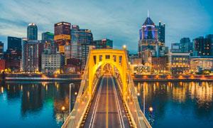 城市河边上的桥梁高清摄影图片