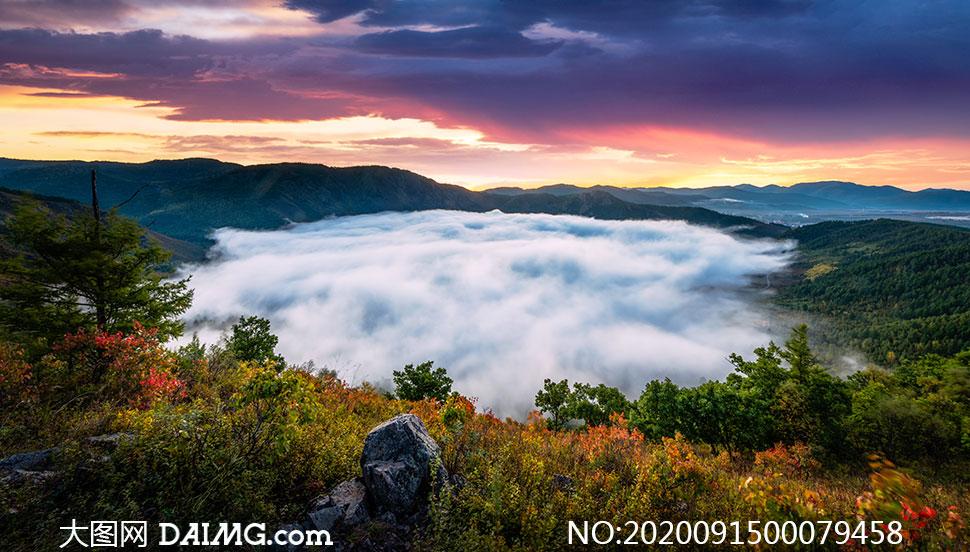 秋季大山深处美丽的云海高清摄影图片