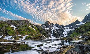 山间积雪美丽风光摄影图片