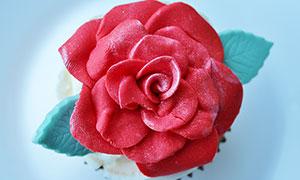 玫瑰花形状的蛋糕特写摄影图片