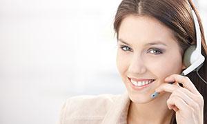 微笑着服务的美女客服摄影图片