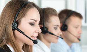微笑服务中的客服团队高清摄影图片