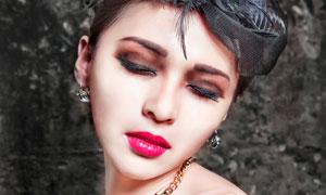 闭着眼睛的红唇美女高清摄影图片