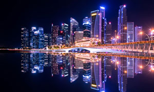 城市夜景灯光美丽倒影摄影图片