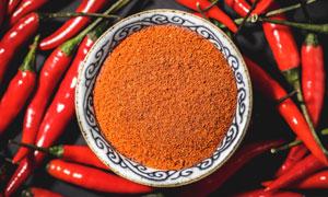 红辣椒和辣椒面摄影图片