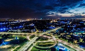 城市中壮观的立交桥美丽夜景摄影图片