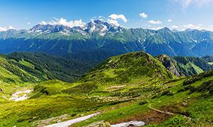 蓝天下的大山美景高清摄影图片
