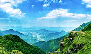 在山顶上俯瞰山下全景摄影图片
