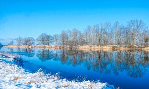 冬季雪后河边美景摄影图片