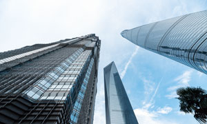 上海陆家嘴商务大楼仰视图摄影图片