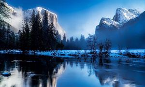冬季雪山下的湖泊风光摄影图片