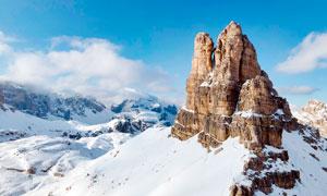 蓝天下的雪山山顶美景高清摄影图片