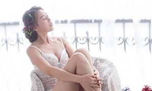 椅子上的内衣美女模特写真摄影原片