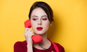正在打电话的浓妆美女人物摄影图片