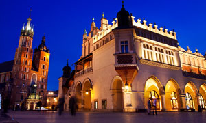 波兰克拉科夫老城夜景照明摄影图片