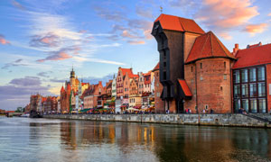 波兰格但斯克河边建筑摄影高清图片