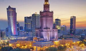 华沙高楼大厦交通路口夜景摄影图片