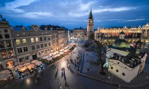 克拉科夫老城广场夜景风光摄影图片