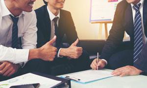 签署合作协议商务场景摄影高清图片