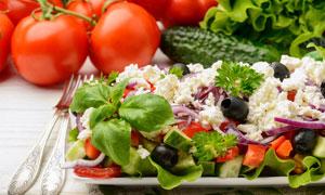 番茄黄瓜与蔬菜减脂餐摄影高清图片