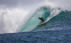 惊险刺激海上冲浪运动人物摄影图片
